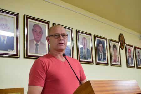 Betinho pede melhorias em rua e instalação de caçambas para entulho