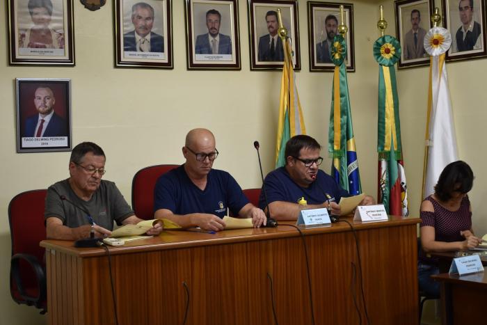 Diretor Jair, Presidente Betinho, Secretário Toninho, Secretária Angela